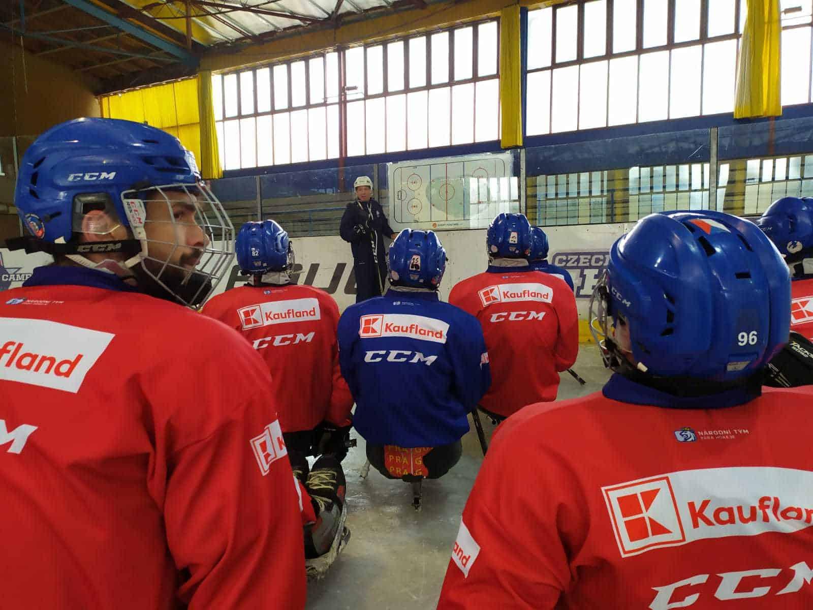 Para hokejisté opět na ledě